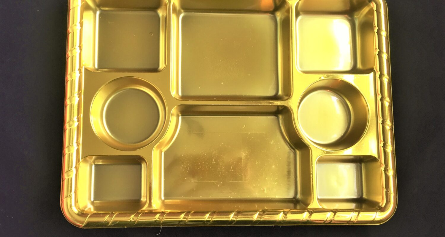 8-compartment-gold-plastic-plate-view