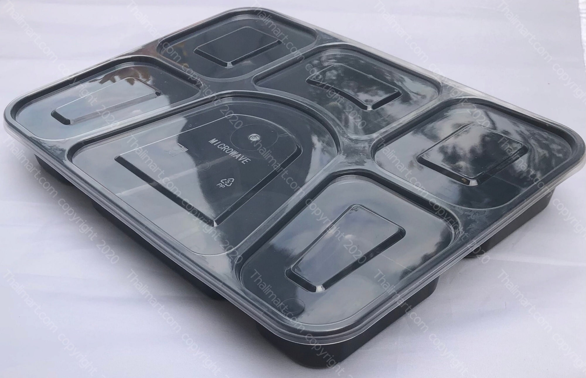 6 compartment food grade plastic plate with lid microwave safe leak resistant snap on tight lid 3 1